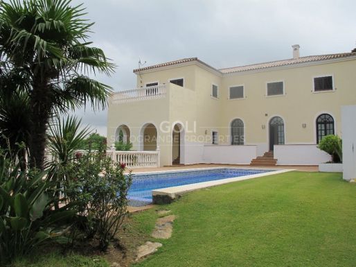 Villa with views of the lake and green zone