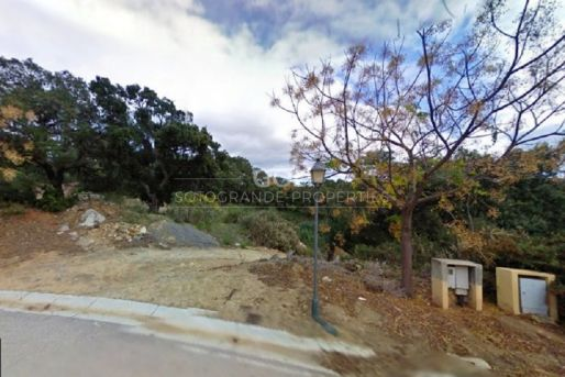 Excellent opportunity - Plot in Golf Course surroundings