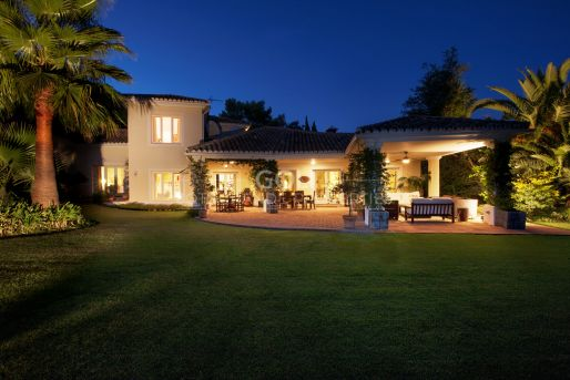 Well-designed villa with a beautiful garden