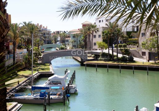 Apartment overlooking the Marina canals