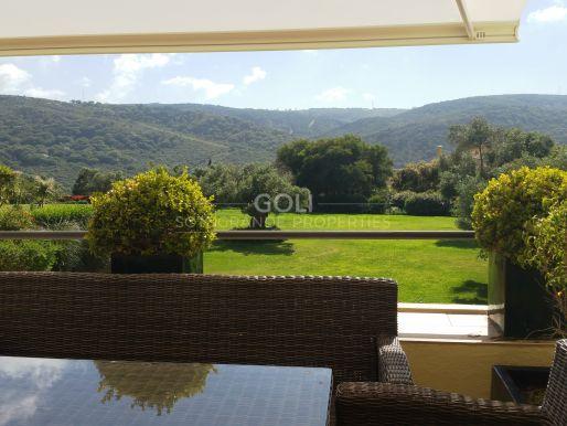 Apartamento de 3 dormitorios con vistas espectaculares en San Roque Club
