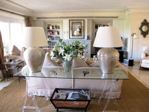 Ático espacioso y bien decorado en un gran complejo residencial