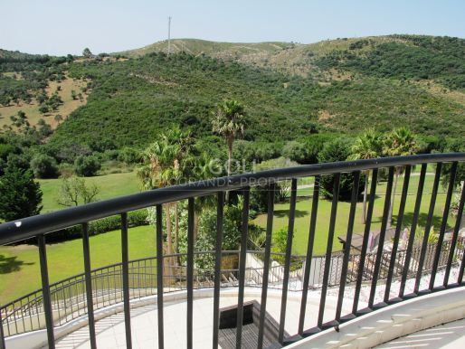 Apartment with a huge terrace with views to San Roque Golf