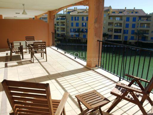 Apartamento luminoso con vistas a los canales.
