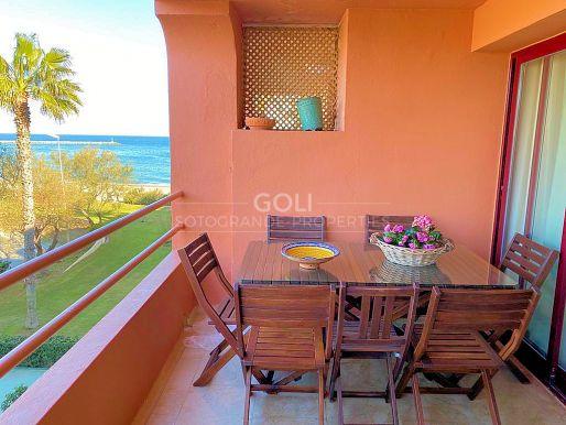 Bonito apartamento al lado de la playa.