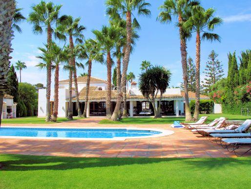 Villa close to the beach, very unusual architecture, on prestigious Paseo del Parque