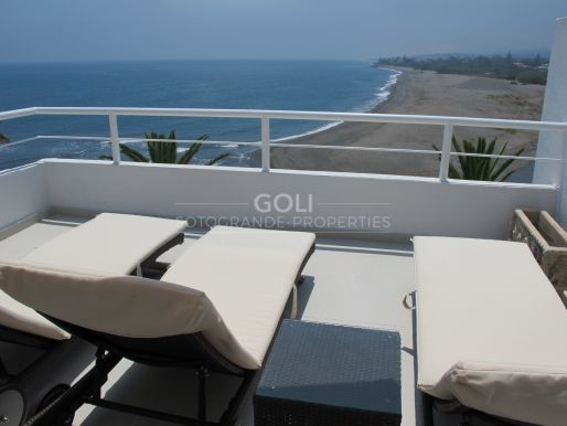 Apartamento con terraza y espectaculares vistas al mar