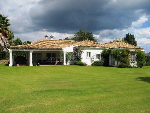 Classic villa on prestigious Kings & Queens area