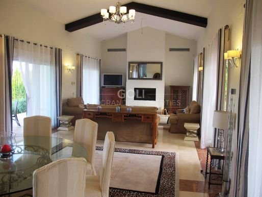 Spectacular villa with very good views