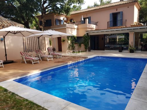 Charming villa with pool and garden