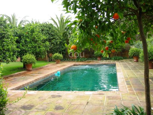 Comfortable house in great location, on prestigious Kings & Queens