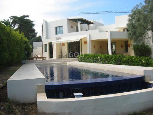 Luxury villa on prestigious Kings & Queens