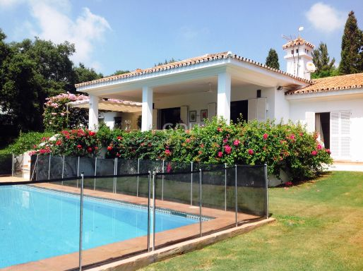 Comfortable house with mature garden on prestigious Kings & Queens