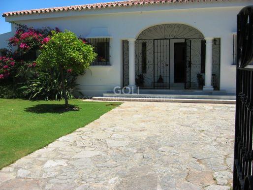Exotic villa 5minutes walk to the beach on prestigious Paseo del Parque