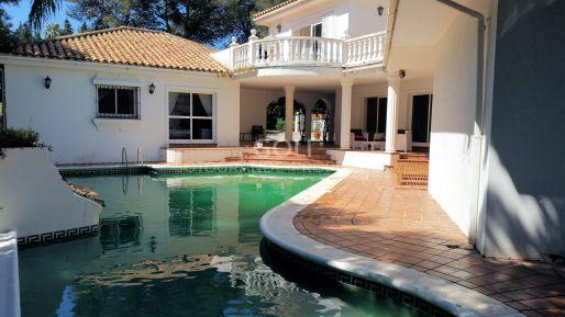 Cozy villa with garden and pool