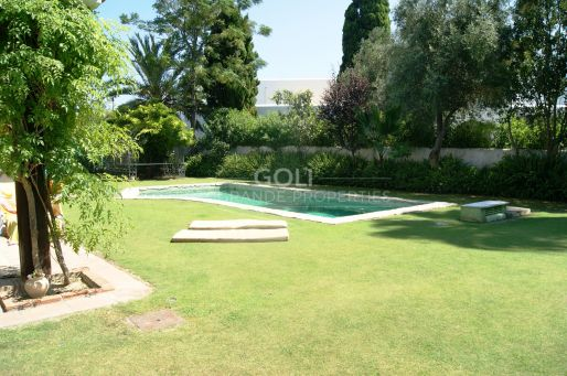 Family House for holidays on prestigious Kings & Queens