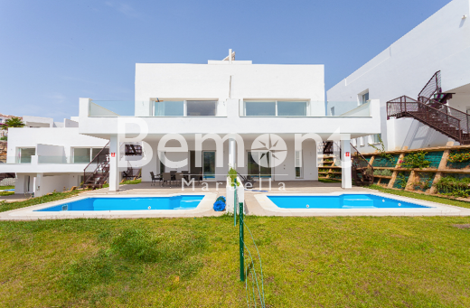 Frontline golf villa for sale in Mijas, Marbella East