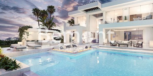 Brand new 4 bedroom villa for sale in Riviera del Sol, Marbella East
