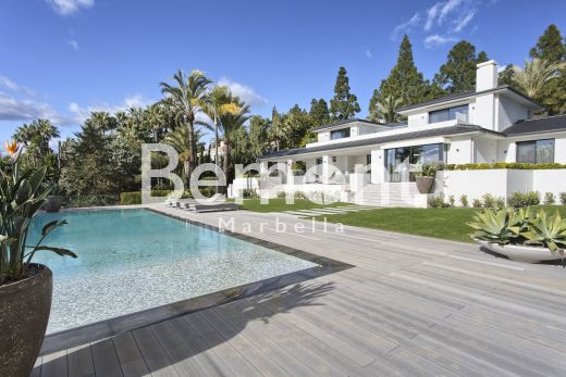 Luxury 5 bedroom villa for sale in Marbella East