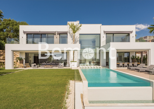 Modern 5 bedroom villa for sale in Benahavis, Marbella West