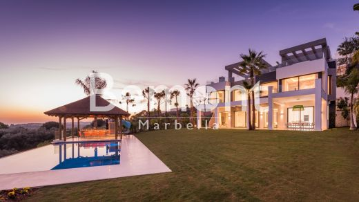 Exclusive contemporary villa for sale in Benahavis, Marbella West