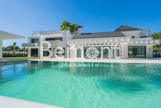 Golf & Beach Villa for Sale in Guadalmina Baja, Marbella West