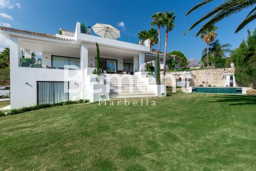Luxury 5 bedroom villa for sale in Nueva Andalucía, Marbella, Spain