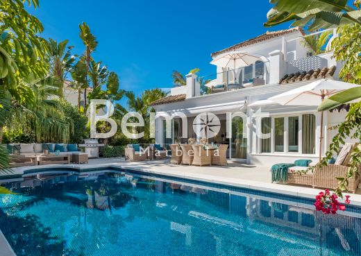 Exclusive beachside villa for sale in Marbella, Golden Mile, Costa del Sol
