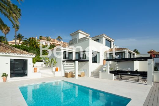 Exclusive golf villa with sea views for sale in Marbella, Costa del Sol