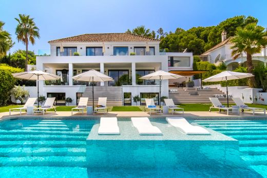 Luxury golf villa with outstanding views for sale in Nueva Andalucia, Marbella