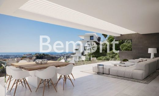 Luxury apartment with sea views in Benahavis, Costa del Sol