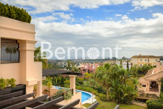 3 Bedroom apartment with sea views for sale in Marbella