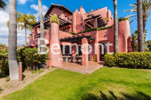 Frontline beach groundfloor apartment for sale in Estepona, Marbella West, Spain