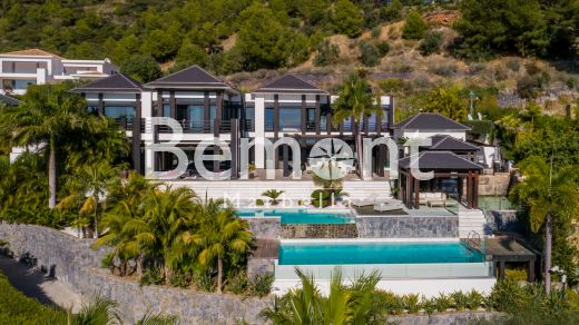 Luxury villa with stunning sea and mountain views for sale in Marbella