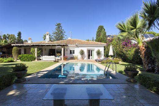 Luxury beachside villa for sale in Marbella West