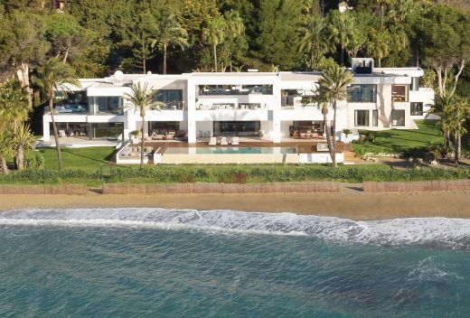 Front line beach luxury villa for sale in Marbella West