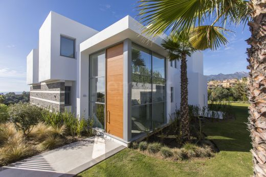 Brand new golf villa for sale in Santa Clara, Marbella East