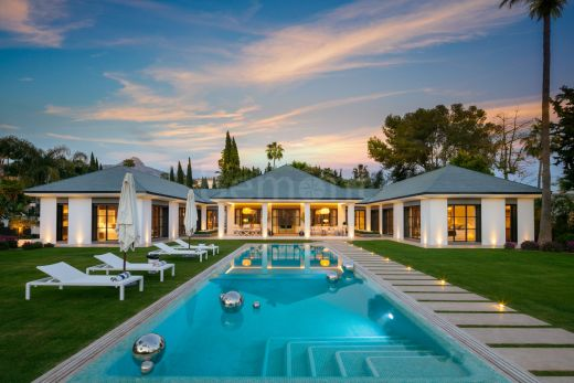 Luxury front line golf villa for sale in Las Brisas Golf, Nueva Andalucia, Marbella
