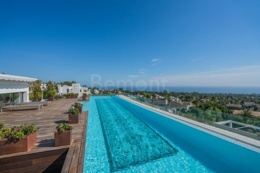 Luxury penthouse with panoramic views for sale in Marbella Golden Mile