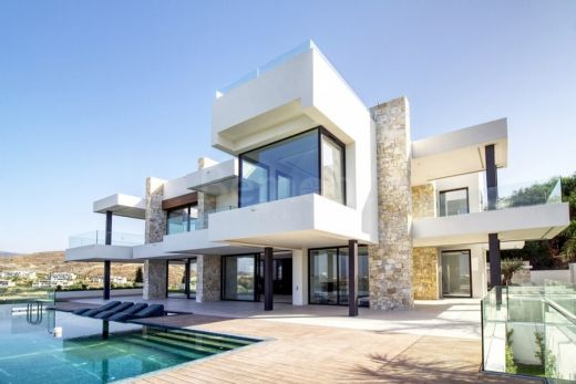 Contemporary 8-bedroom villa with sea views for sale in Los Flamingos Golf, Benahavis