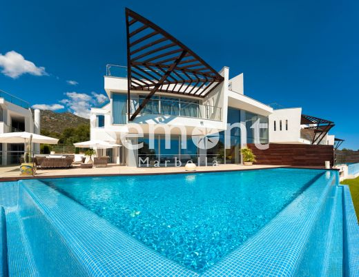 Modern 3 bedroom town house for sale in Marbella Golden Mile