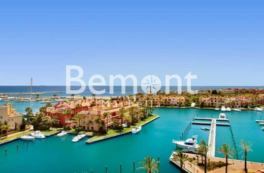 Fabulous south facing apartment for sale in Sotogrande Marina