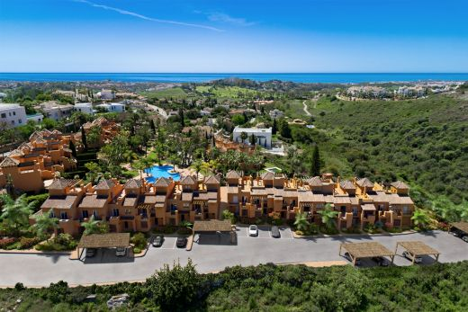 Townhouses with sea views in a gated complex in Marbella West