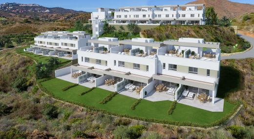 Modern townhouses for sale in La Cala Golf, Marbella East