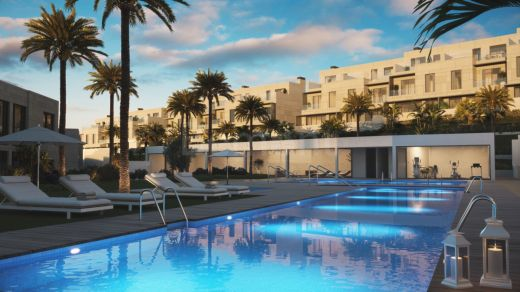 Modern townhouses in a perfect setting, New Golden Mile, Marbella West