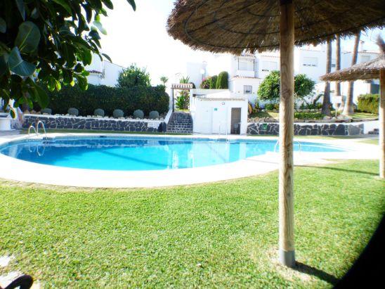 Villa Pareada en venta en New Golden Mile, Estepona