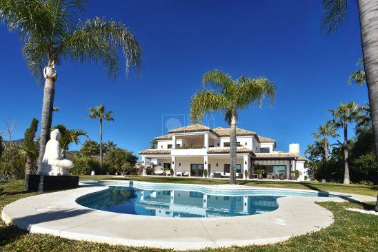 Villa for sale in New Golden Mile, Estepona