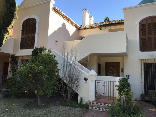 Apartamento en venta en Beach Side New Golden Mile, Estepona