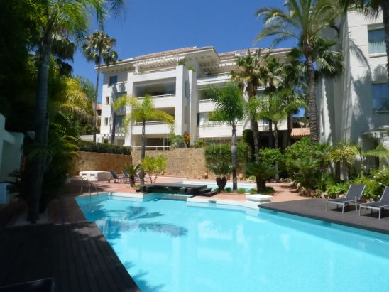 Ground Floor Apartment for sale in Marbella Golden Mile, Marbella
