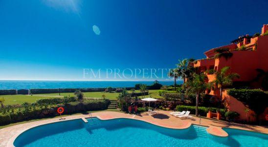Apartamento en venta en Los Monteros Playa, Marbella Este